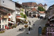 Gruyere_castle_over_the_village_square
