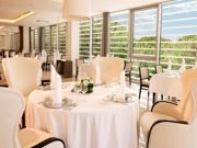 restaurant-treetop-hotel-slovenija-trees-view-tables-16